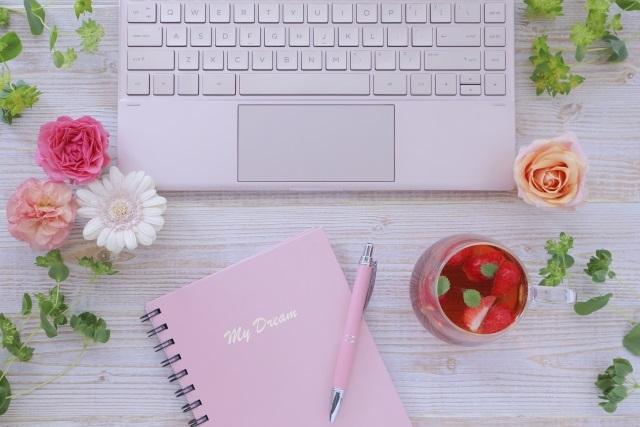 パソコンと花